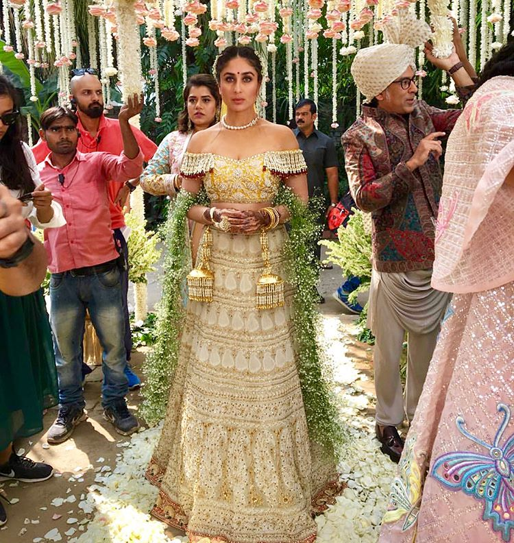 Veera Di Wedding.Kareena Kapoor Khan Wore Abu Jani Sandeep Khosla S 25 Year Old