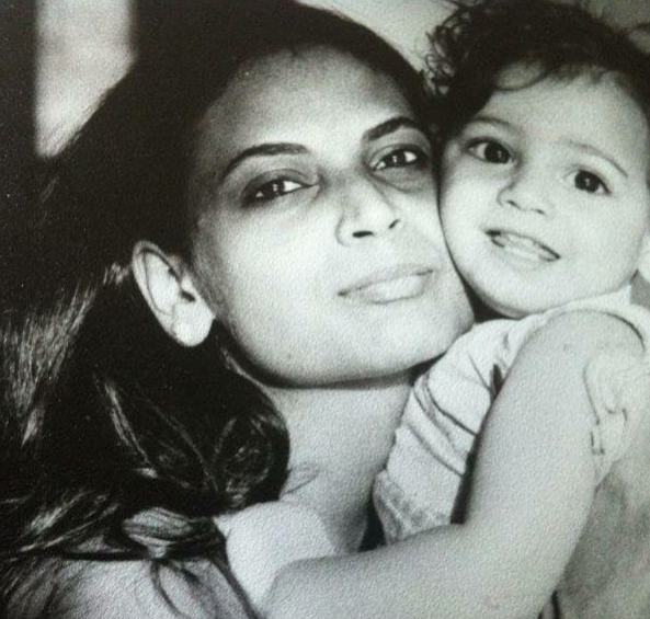 diaya-mirza-childhood-pic-with-her-mother