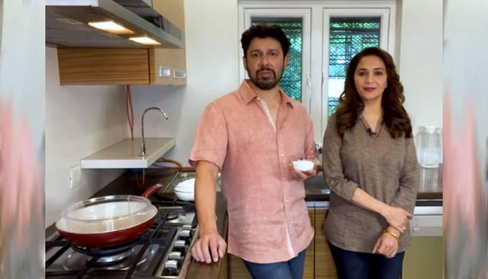 माधुरी दीक्षित के पतिदेव श्रीराम नेने ने बनाई एक्ट्रेस की पसंदीदा डिश, देखें वीडियो